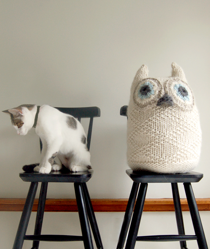 Knitted snowy owl